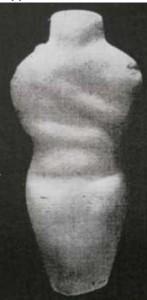 Фиг. 4 – мраморен антропоморфен идол, с.м. Ясатепе, Пловдив
