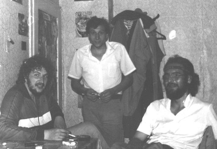 Красимир Едрев, Веселин Вълев, Орлин Дянков. Студентска квартира - Шумен, 1988. Снимка - Фейсбук