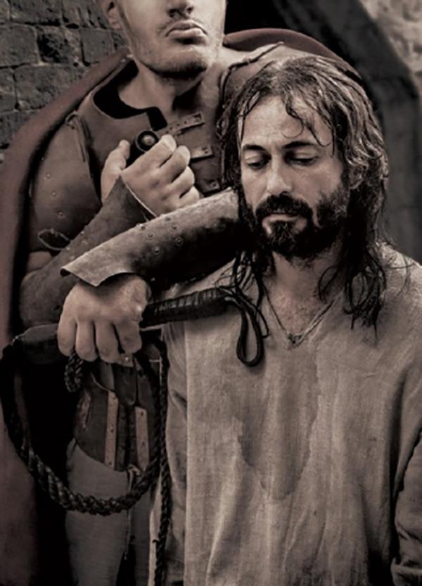 """Прокураторът се обърна към центуриона на латински: — Престъпникът ме нарича """"добри човече"""". Изведете го за малко, обяснете му как трябва да разговаря с мене. Но да не го осакатите!"""""""