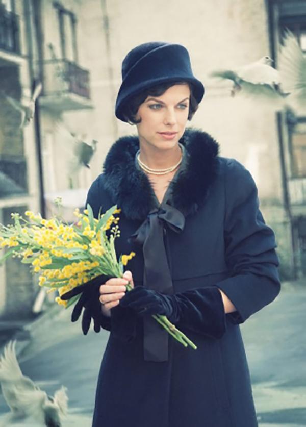 """""""Тя носеше отвратителни, тревожни жълти цветя."""""""